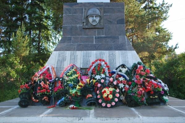 Послание вскрыли у обелиска воинам, погибшим в годы Великой Отечественной войны