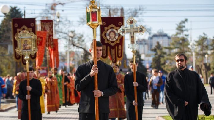 В Волгограде неплательщиков алиментов вразумляют священники