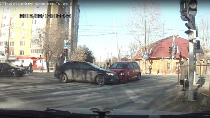 Водитель, по вине которого сбили женщину у светофора на Интернациональной, отказался признавать вину