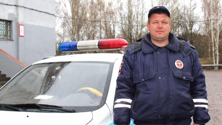 Выломал окно и проник в горящий дом: в Пермском крае полицейский вынес из пожара 93-летнюю пенсионерку