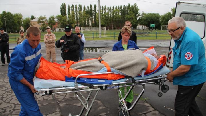 Санитарный вертолет доставил в Волгоград пострадавшего при взрыве в Михайловке