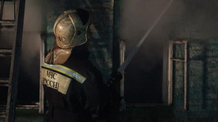 Крупный пожар в Зубчаниновке: огонь охватил жилой дом