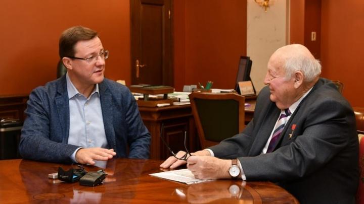 «Если честно трудиться, можно всего добиться»: Азарову рассказали о работе клуба почетных граждан