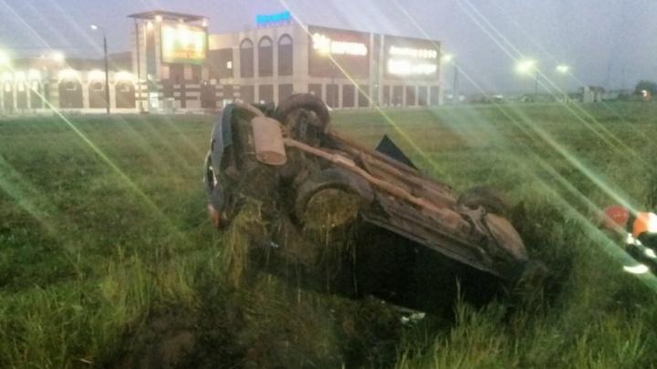 У «Альтаира» автомобиль Mitsubishi перевернулся на крышу