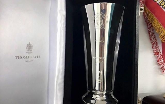 В черном ящике, который Моуринью подарил ФК «Ростов», оказался серебряный кубок