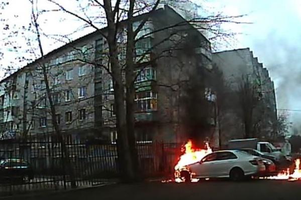 В результате поджога машина серьезно пострадала