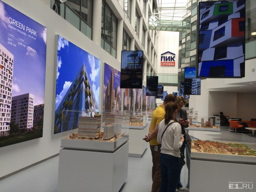 Вид на центральный холл – здесь выставлены макеты комплексов.