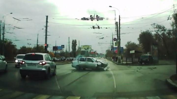 Жесткая авария на Первой Продольной в Волгограде попала на видео