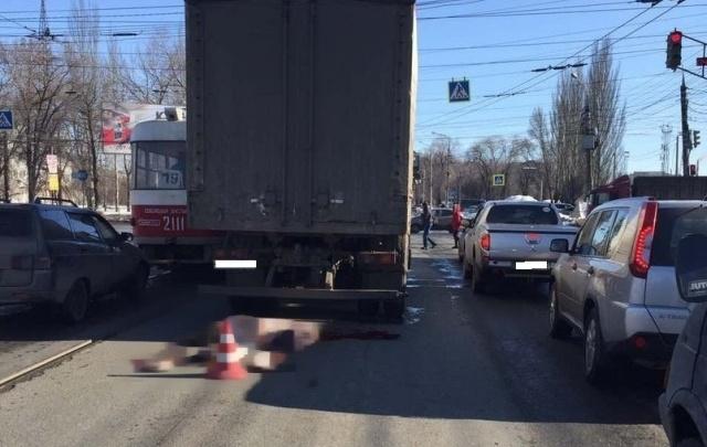 В Самаре на Заводском шоссе грузовик проехал по женщине