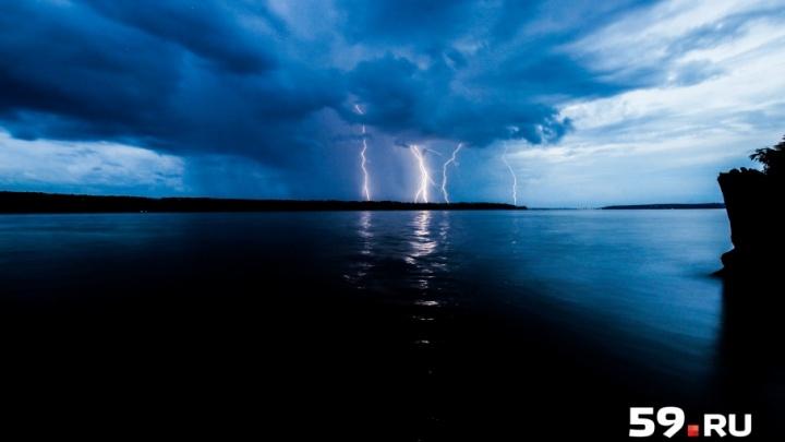 МЧС предупреждает о грозе в Прикамье. Порывы ветра достигнут 20 метров в секунду