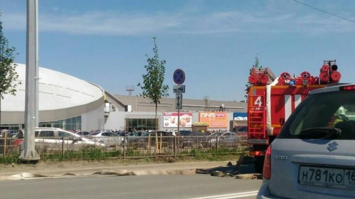 Развернули рукава: в ТЦ «Космопорт» прошли учения пожарных