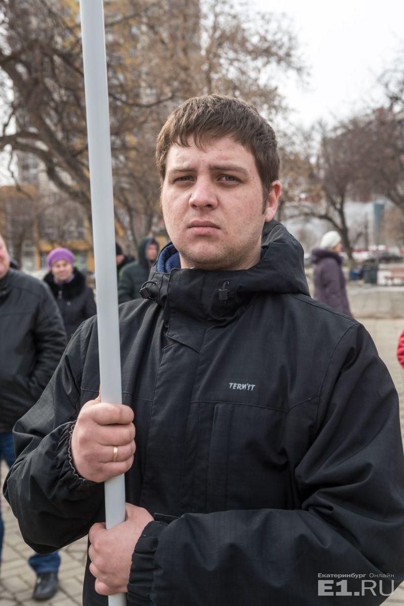Анатолий Саламатов работает слесарем в МОАП и получает 20 тысяч в месяц.