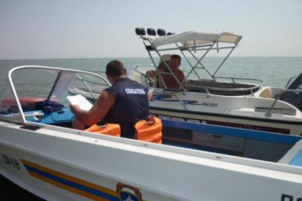 На помощь тонущему рыбаку пришли спасатели