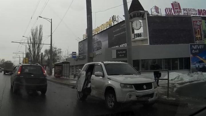 ДТП на Московском — Революционной: у «Сузуки» вырвало дверь