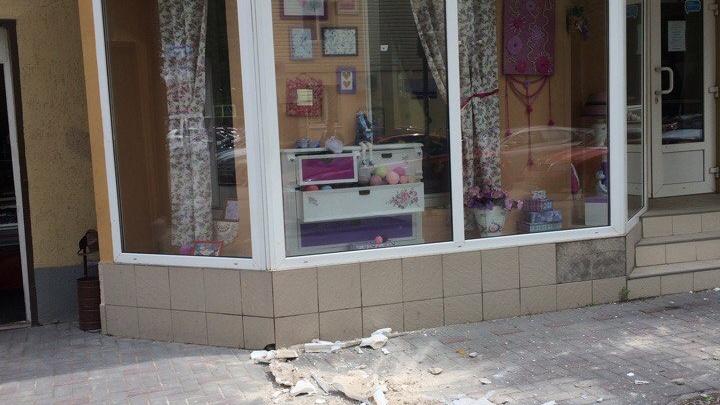 Очевидцы: в центре Ростова обвалился фасад многоквартирного дома