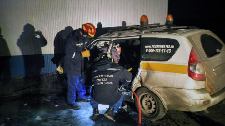 Влетел в металлическую стену: под Самарой в аварии погиб мужчина