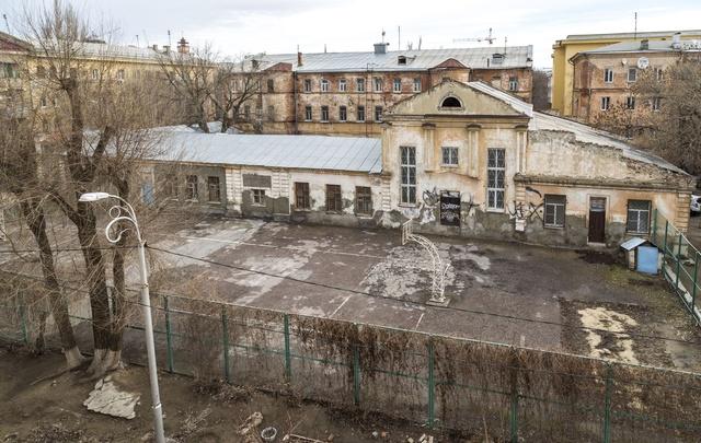Активисты просят прокурора пресечь незаконный ремонт школы-памятника в центре Волгограда