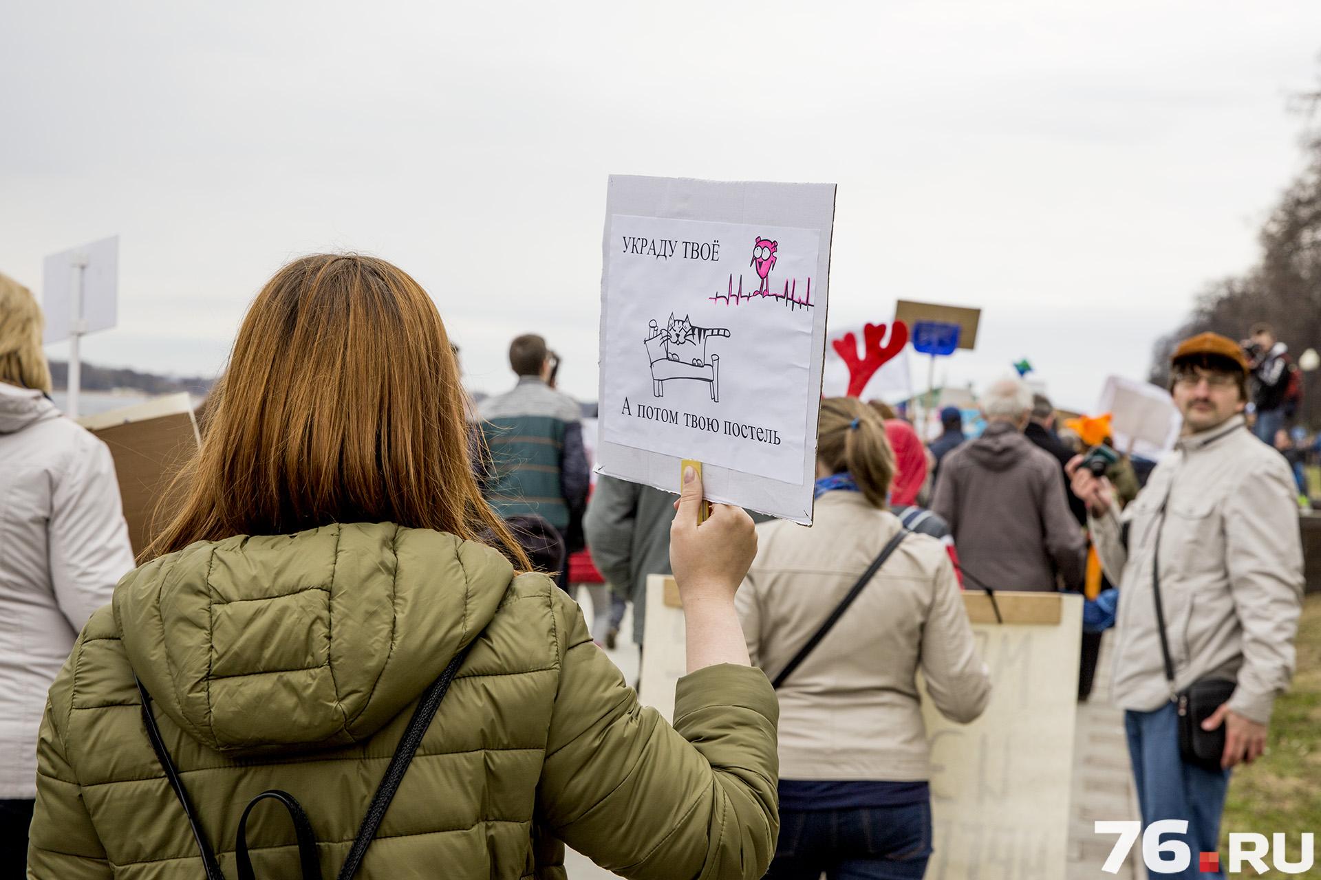 Монстранты прошли по нижнему ярусу Волжской набережной