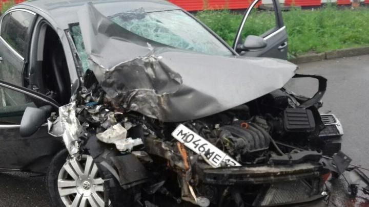 Челябинец разворотил машину о дорожный знак и бросил раненых товарищей