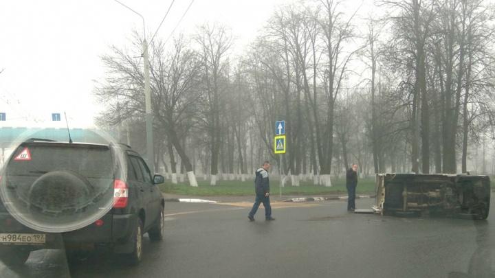 Грузовик на боку, бензин на асфальте: подробности утреннего ДТП на Московском