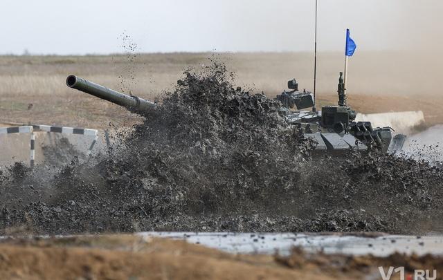 Под Волгоградом 16 танков сыграли в биатлон на лучшем полигоне России