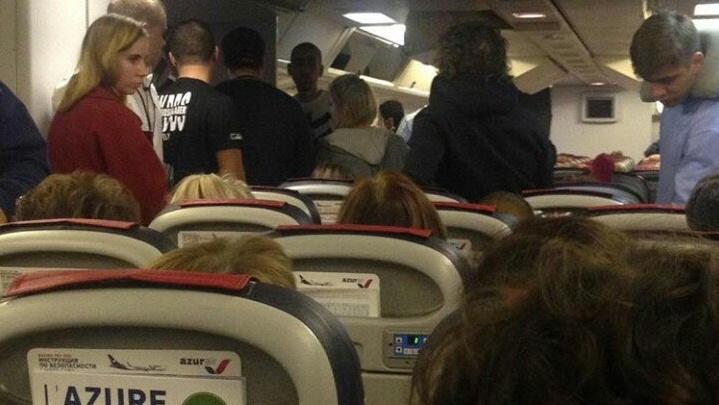О поломке самолета сообщили на борту: тюменцы застряли в аэропорту Кольцово