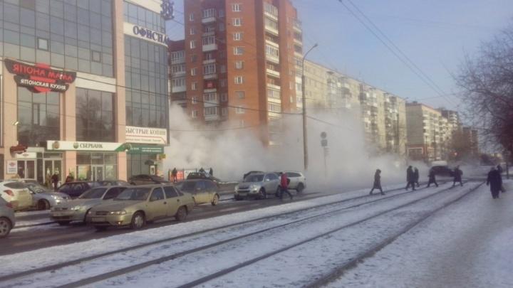 Екатеринбурженка попала в больницу с ожогами ног из-за аварии на теплотрассе