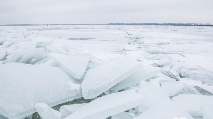 МЧС: толщина льда на Волге у Самары менее десяти сантиметров