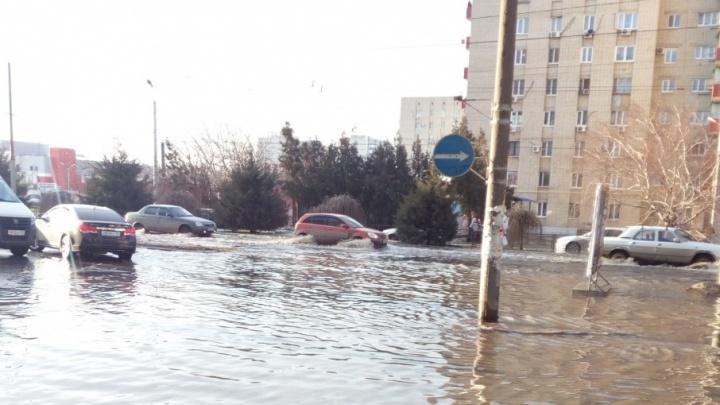 Венеция-на-Дону: несколько улиц Таганрога затопило из-за прорвавшейся канализации