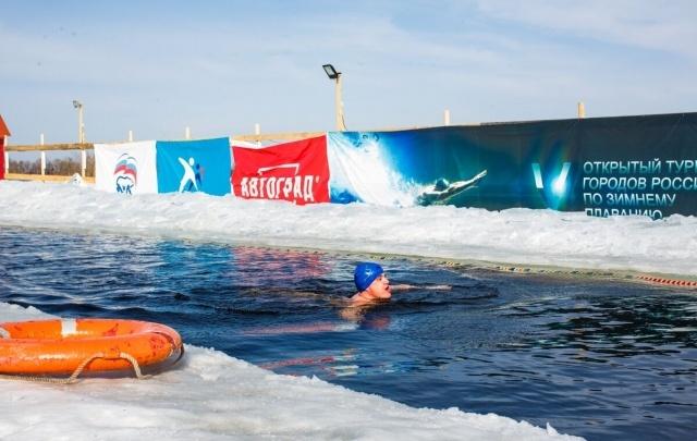 Тюменские моржи провели в воде уже больше 10 часов: фоторепортаж