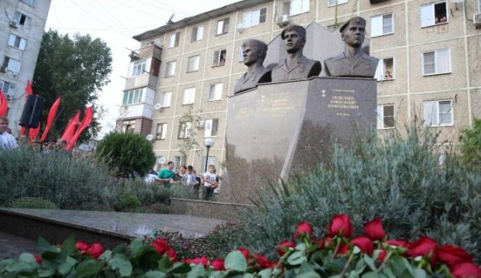 В Махачкале поставили памятник ярославским омоновцам