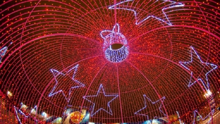 Волгоград начали наряжать и украшать к Новому году