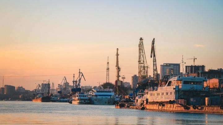 Потерпел крушение: следовавший из Азова в Турцию сухогруз получил пробоину