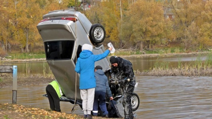 Вызывали водолазов: из канала в Запанском вытащили «пятнашку»