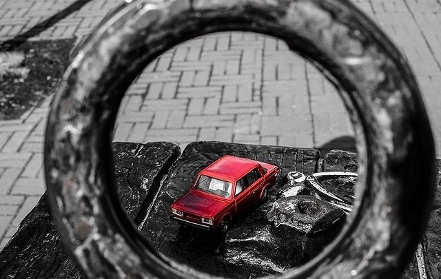 Назад в детство: рассматриваем коллекцию легендарных моделей машин 1:43