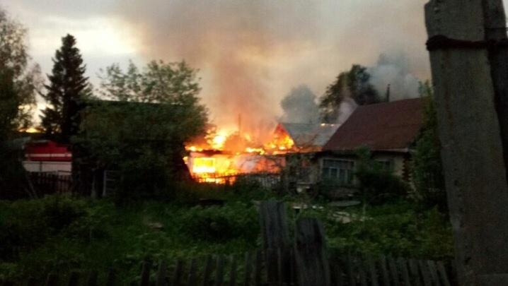 В СНТ «Плодовое» сгорели дачный домик и баня