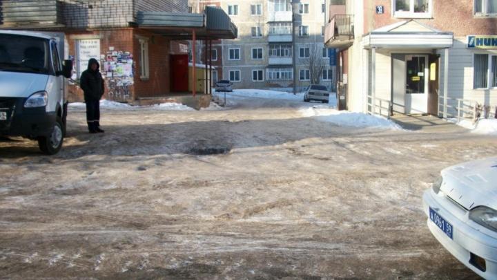 В Прикамье во дворе дома пенсионерка погибла под колесами «Газели»