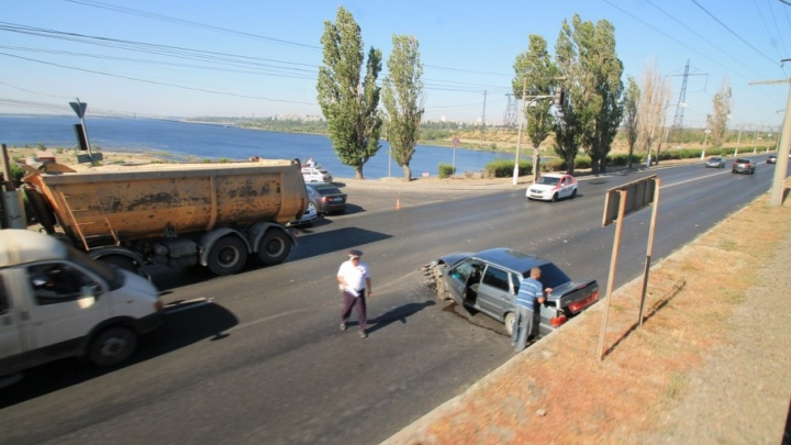 На ГЭС в сторону Волгограда из-за сильной аварии образовалась пробка