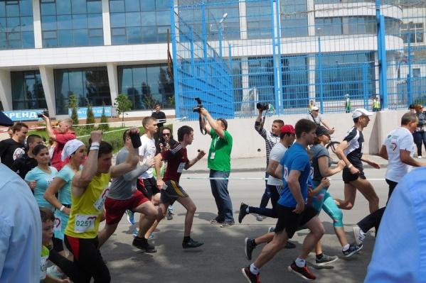 Участники спортивного мероприятия пробежали дистанцию в 4,2 километра