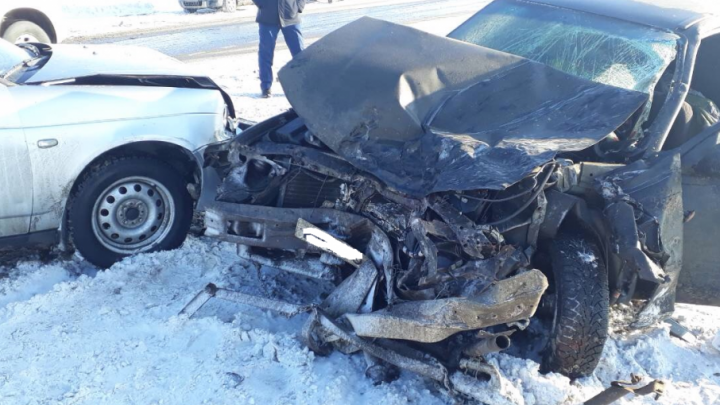 Смертельное ДТП под Самарой: «Нива» врезалась на трассе в КАМАЗ
