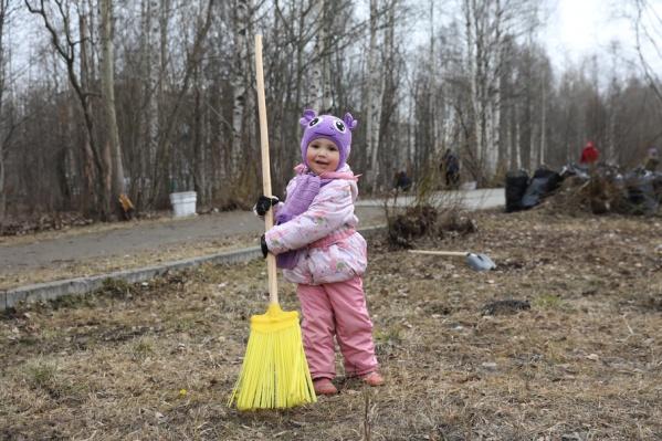 В уборке приняли участие и большие, и маленькие северяне