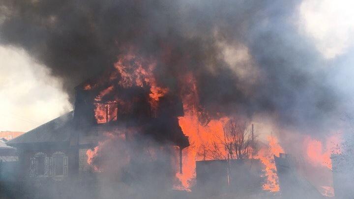 Тюменцы, чьи дома сгорели на Братской, временно поживут в гостинице