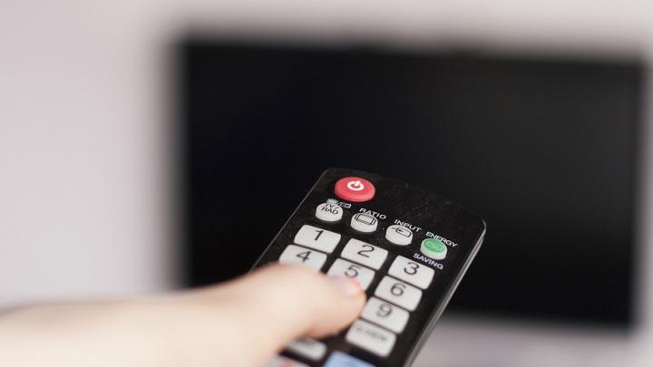 В России предложили запретить показ распития алкоголя по телевидению днём