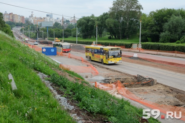 Проезд по дамбе закрыт в сторону центра города