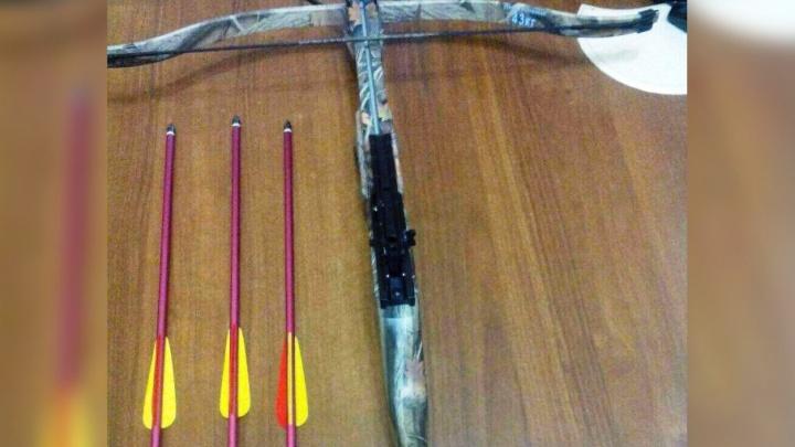 Трое тюменских «Робин Гудов» с арбалетом пытались перекинуть в колонию гашиш