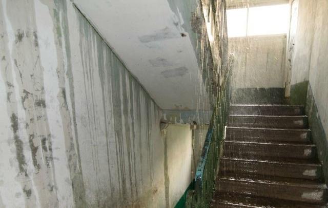 В Ростове дождь затопил подъезды многоэтажек