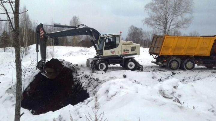 В Даниловском районе начали разгребать тонны отходов, угрожающих катастрофой экологии