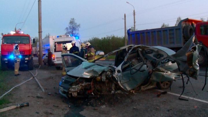 На Маймаксанском шоссе при столкновении с самосвалом погиб водитель иномарки