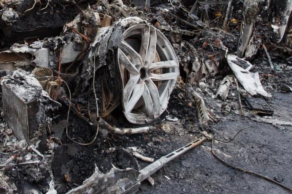 В Красноармейском и Краснооктябрьском районах сгорели две иномарки