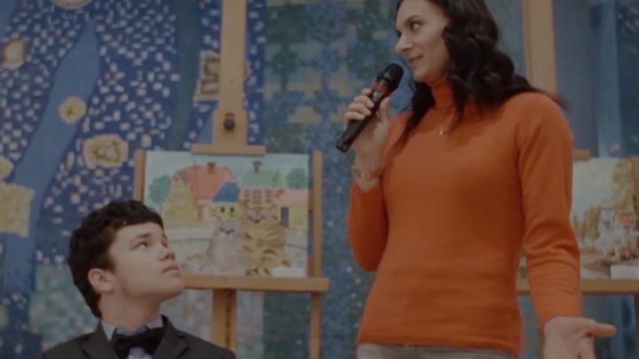 Елена Исинбаева сняла фильм о юном дончанине, умеющем без рук писать картины